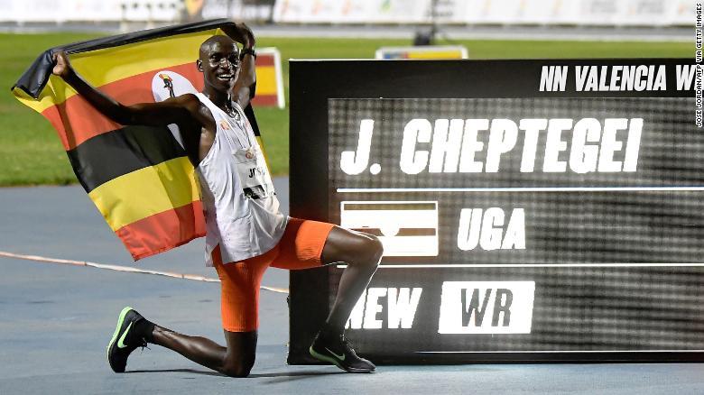 Luci lampeggianti,  scarpe e record mondiali,  è questo il futuro dell'atletica?