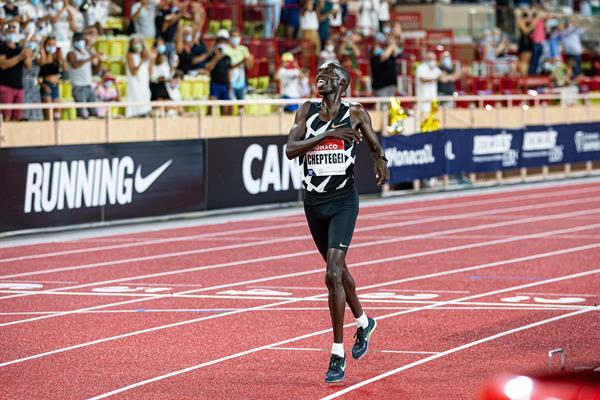 Assalto di Cheptegei al record del mondo  nei 10.000 metri domani 7 ottobre a Valencia -LA DIRETTA STREAMING
