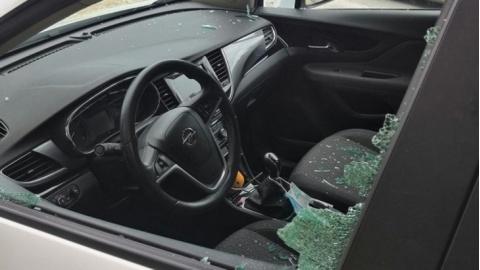 Va a correre e gli spaccano il vetro della macchina, è successo in provincia di Fermo