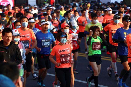 9.000 corridori sfidano il COVID-19 alla maratona di Shanghai!