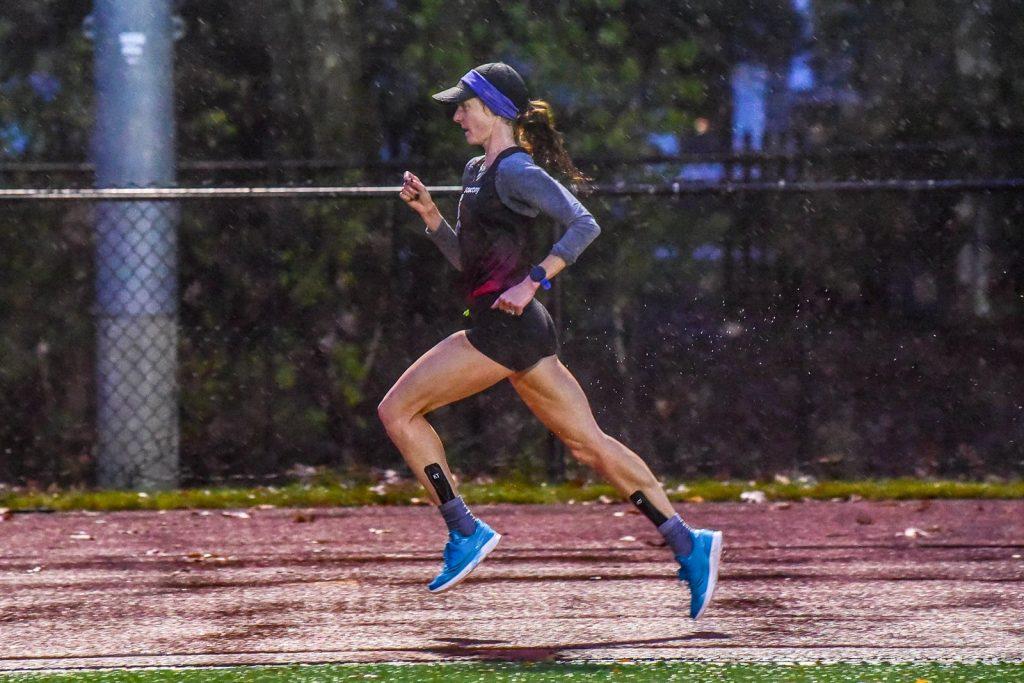 La mezzofondista Molly Huddle batte 3 record statunitensi in un'ora di corsa in pista