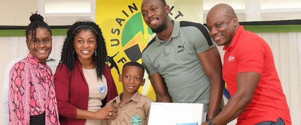 Usain Bolt dona attrezzatura didattica per 1200 scolari giamaicani