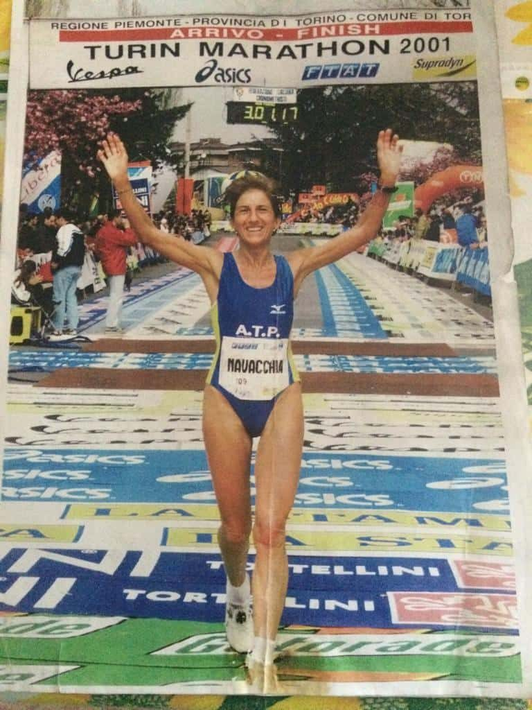 """CARTOLINA Maria Grazia Navacchia """"maratoneta"""" dice: """"correndo sto bene con me e con gli altri"""""""