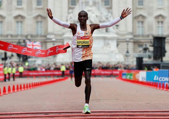 Athletics - London Marathon - London, Britain - April 28, 2019  Kenya's Eliud Kipchoge celebrates winning the men's elite race  REUTERS/Paul Childs