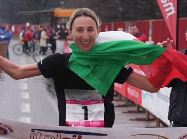 CARTOLINA Monica Casiraghi: dalla maratona di NewYork alla 100 chilometri e…