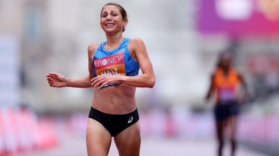 Sara Hall corre la seconda maratona più veloce di sempre per una donna americana