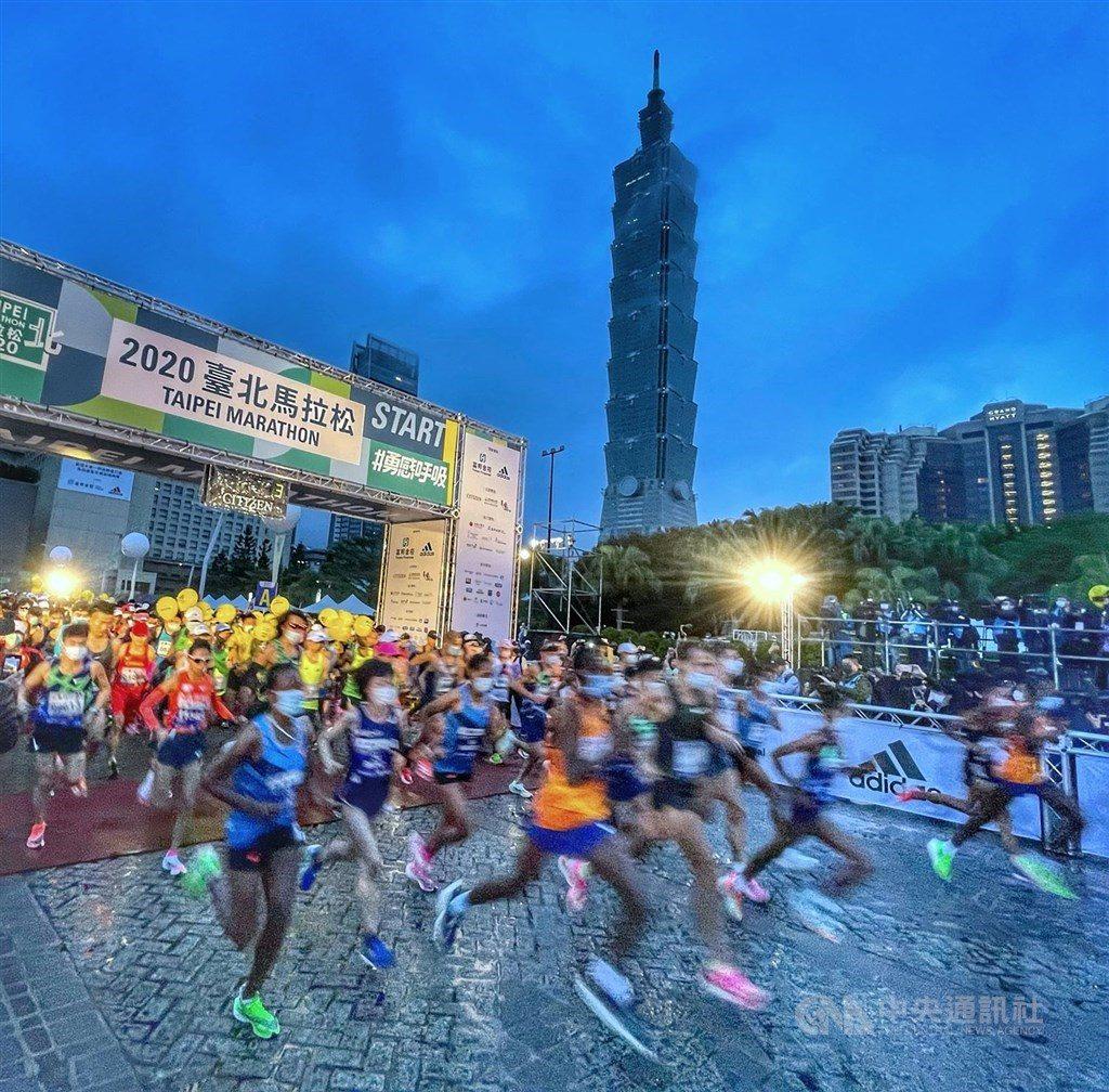 I corridori kenioti ed etiopi dominano la maratona di Taipei 2020, in gara 28.000 corridori