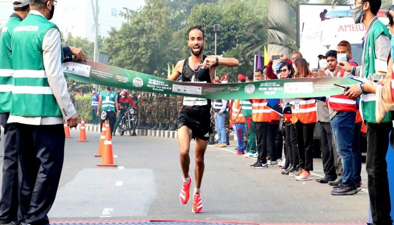 Il marocchino Hicham Laqouahi e la keniota Angela Jim Asunde vincono la Maratona del Bangladesh