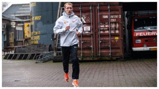 Maratona: l'incredibile storia di Björn Koreman, fumava un pacchetto di sigarette al giorno, adesso corre nella squadra di Kipchoge