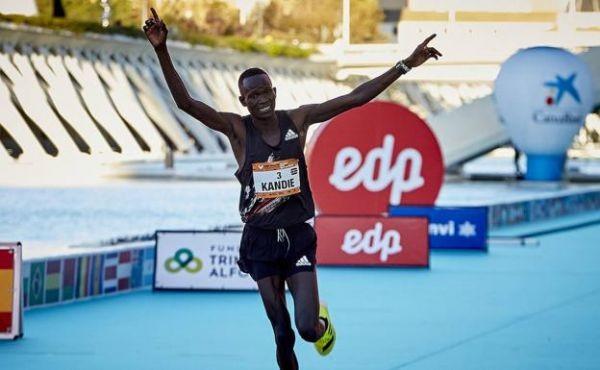 Il primatista mondiale di Mezza Maratona Kibiwott Kandie vuole passare ai 10.000 metri in vista di Tokyo