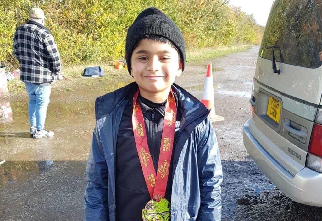 Aspirante olimpionico di 10 anni,corre 9 km al giorno allenandosi per la maratona di Londra