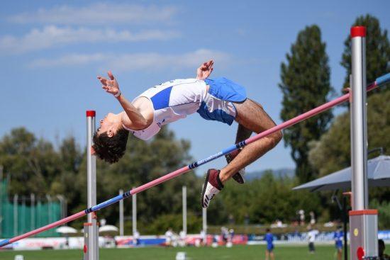 Record italiano di Edoardo Stronati nel salto in alto ai tricolori allievi di Ancona