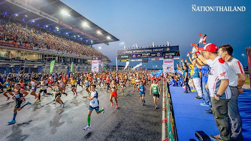 Oltre 21.000 maratoneti in Tailandia prendono parte ad una Maratona in notturna! E il coronavirus?