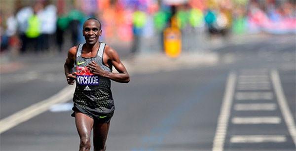 Eliud Kipchoge pronto per il riscatto nella maratona di Amburgo