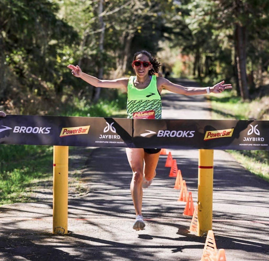Record mondiale di Des Linden nei 50Km. di corsa su strada, prima donna che corre in meno di 3 ore