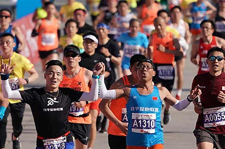 A Pechino 10.000 runner corrono la mezza maratona