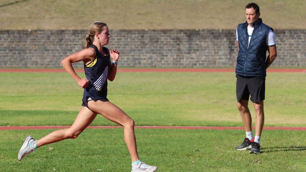 La 15enne Hollingsworth corre gli  800 metri in 2:01.60