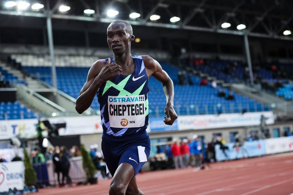 Joshua Cheptegei fallisce il tentativo di record mondiale dei  3000 metri, Daniel Komen rimane lontano