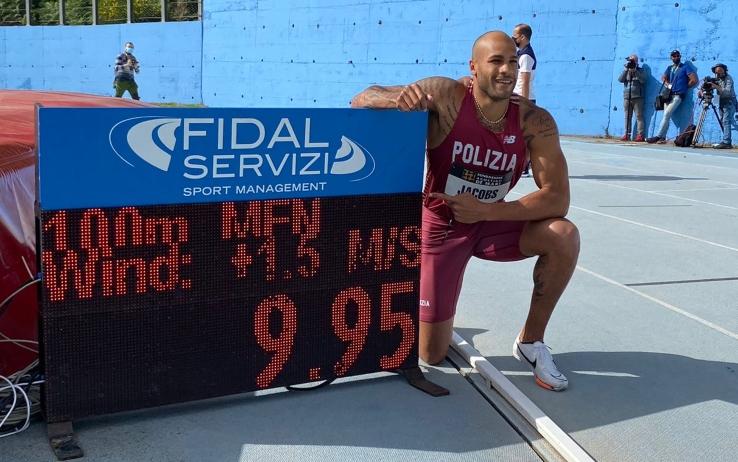 """Marcell Jacobs impressionante 9""""95, record italiano sui 100 metri a Savona"""