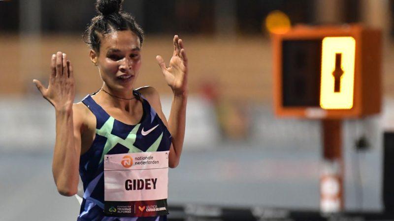 Incredibile: Letsenbet Gidey batte il record mondiale dei 10.000 metri stabilito 2 giorni fa