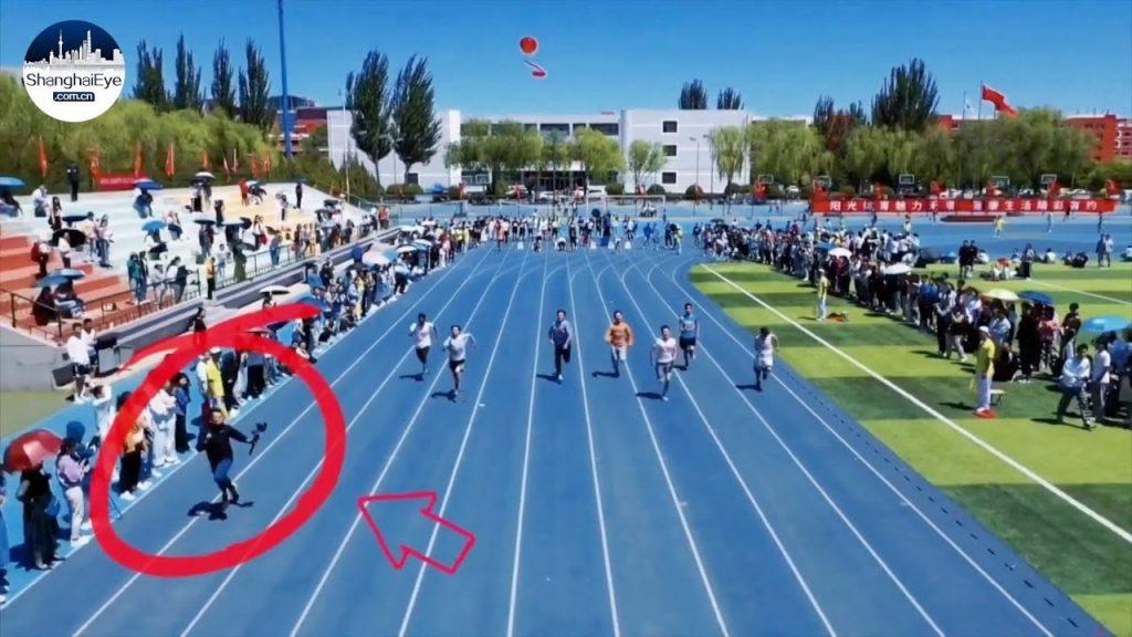 Studente cameraman batte i velocisti al traguardo in una gara dei 100 metri-IL VIDEO VIRALE