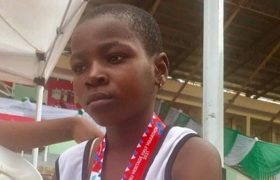 Bambina di 11 anni conclude una mezza maratona in Nigeria