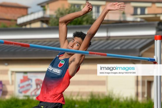 Athletics At The Guidobaldi In Rieti Mattia Furlani, young jumper of the Studentesca Andrea Milardi of Rieti, an excellent prospect in the high jump. competes in Rieti, Italy on 18 June 2021. Athletics at the Guidobaldi in Rieti, Andrew Howe Besozzi tries the minimum to enter the Tokyo Olympics but stops at 7.74. In the high jump, the student of the Studentesca, Mattia Furlani, jumped 2.12. A new personal best, but above all, a minimum participation requirement for the European Junior Championships in Tallinn, therefore under 20, for Mattia Furlani, who has the opportunity to compete with the greatest at continental level. Erika Furlani, athlete of the Fiamme Oro, stopped at 1.88, an athlete who has a personal best of 1.94. Rieti Italy fabi-notitle210521_np6fM PUBLICATIONxNOTxINxFRA Copyright: xRiccardoxFabix
