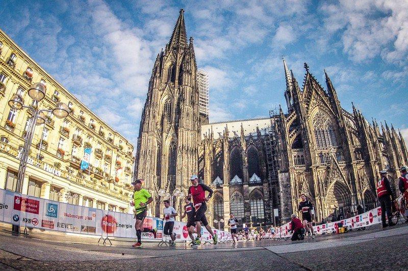 Annullata ancora la Maratona di Colonia a causa del virus, si torna alla gara VIRTUALE