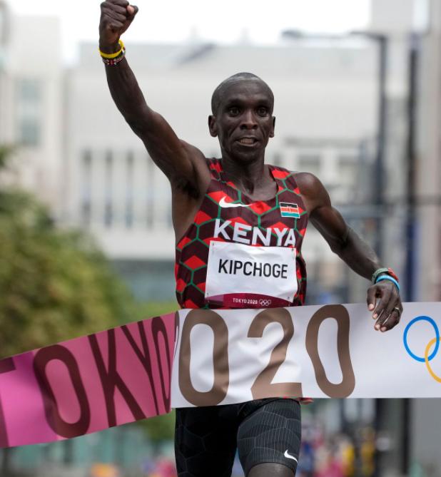 Olimpiadi Tokyo: Eliud Kipchoge oro nella maratona per la seconda volta consecutiva
