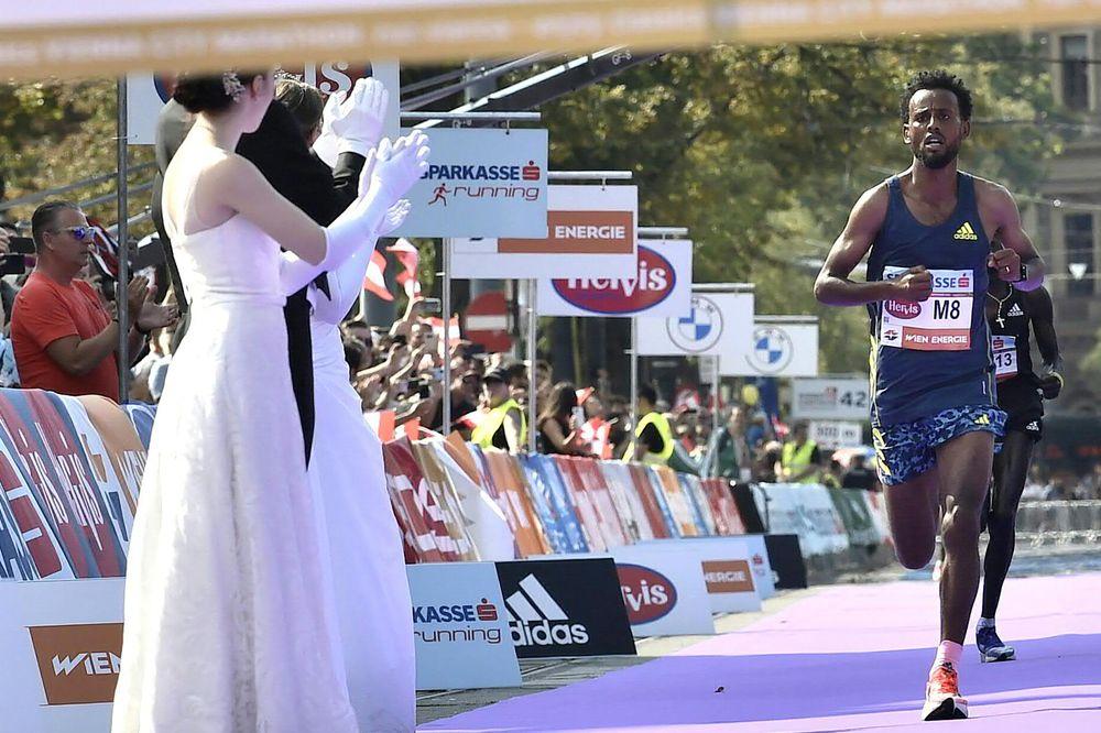 Squalificato per scarpe vietate il vincitore della Maratona di Vienna