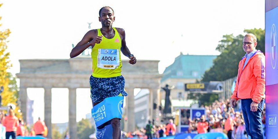 Maratona di Berlino: vincono Guye Adola (3° Bekele) tra gli uomini e Gotytom Gebreslase tra le donne