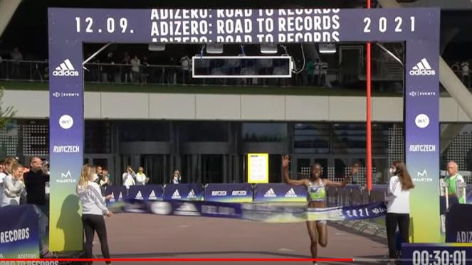 Record del Mondo di Tirop e Teferi dei 5 e 10 Km. all' adizero Road To Records  in Germania