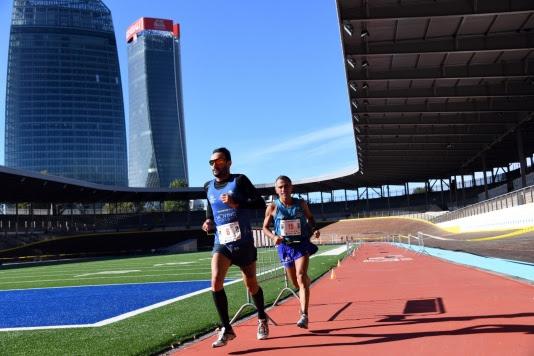 I top runner della Salomon Running Milano al via della PwC Top Cup 21 km con 18 piani della Torre PwC