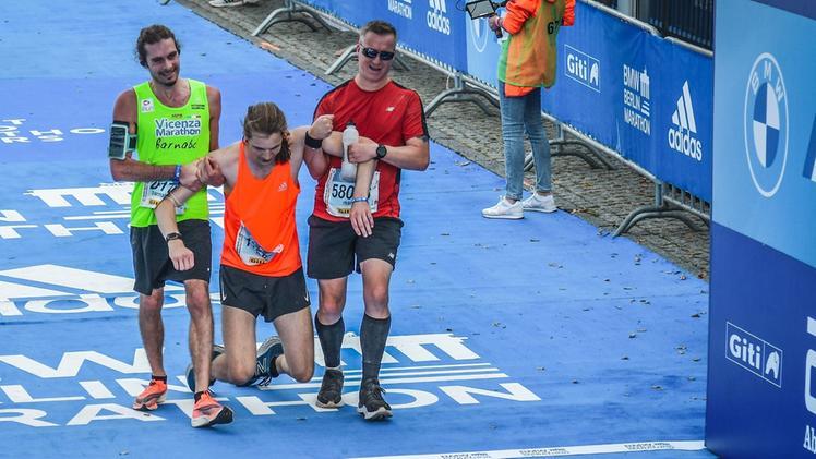 Lo splendido gesto del maratoneta vicentino durante la Maratona di Berlino