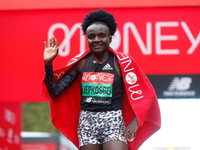 La keniana Joyciline Jepkosgei vince la maratona di Londra  femminile