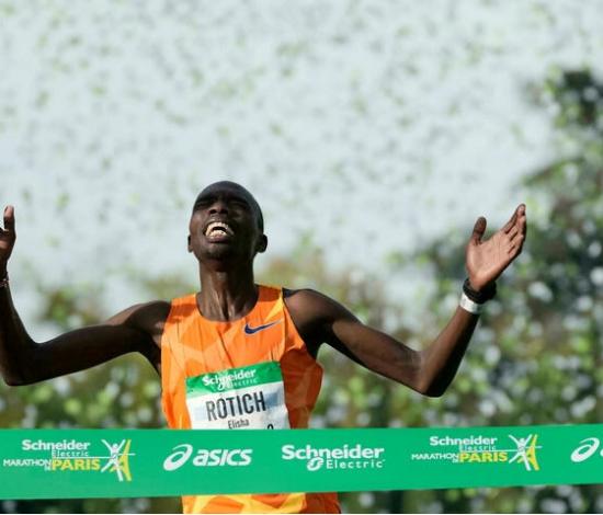Il keniota Elisha Rotich (record della corsa) e l'etiope Tigist Memuye vincono la maratona di Parigi con 60.000 partecipanti