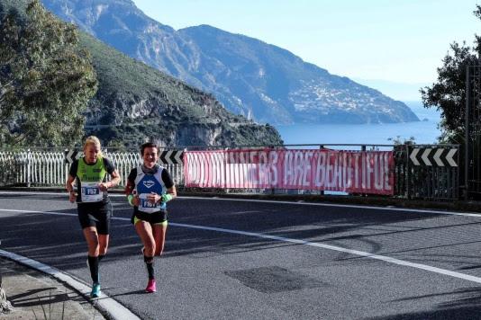 Sorrento Positano, il 5 dicembre si corrono 54km o 27km tra mare, colline e la magia delle luci di Natale