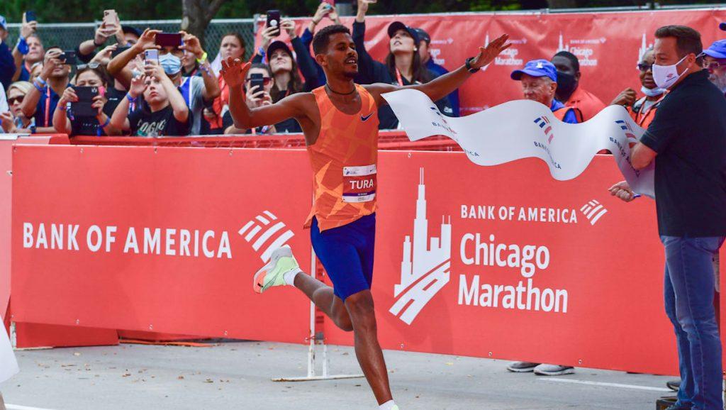 Seifu Tura e Ruth Chepngetich vincono la maratona di Chicago 2021